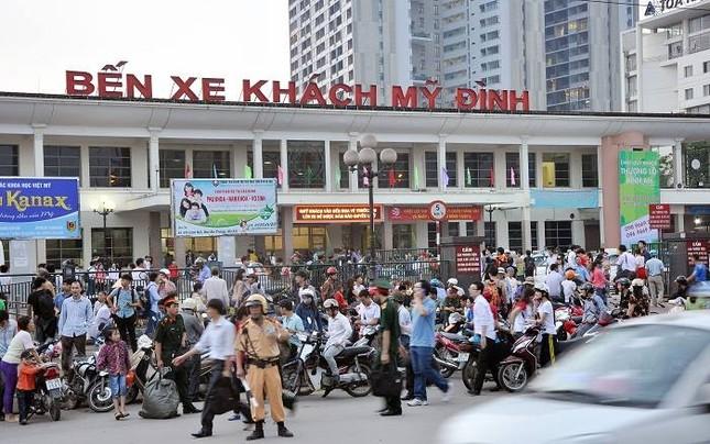 Hàng ngàn người ồ ạt đổ về Hà Nội - Sài Gòn sau kỳ nghỉ Tết - ảnh 1