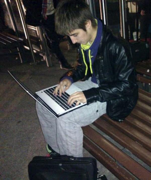Bắt siêu hacker dùng web đen dọa đánh bom toàn cầu - ảnh 2