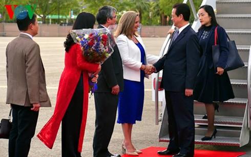 Thủ tướng Nguyễn Tấn Dũng tới California, Hoa Kỳ - ảnh 2