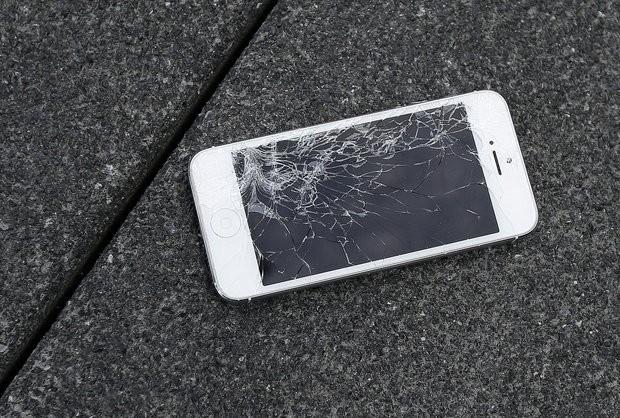 iPhone vỡ màn hình sẽ được Apple đổi ngay máy mới - ảnh 1