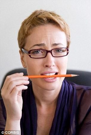 Muốn hết đau đầu, hãy chăm ngậm.. bút chì - ảnh 1