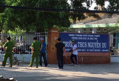 Vừa tan học, nam sinh lớp 9 bị đâm chết ngay ở cổng trường - ảnh 1