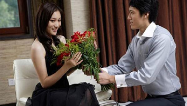 Hy hữu vợ cười gãy xương sườn vì được chồng tặng hoa Valentine - ảnh 1