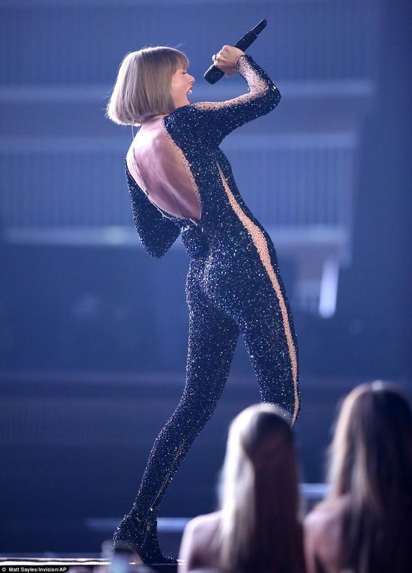 Taylor Swift tỏa sáng sau khi bị lăng mạ, Rihanna 'xù' BTC Grammy - ảnh 2
