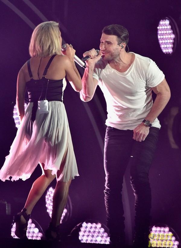Taylor Swift tỏa sáng sau khi bị lăng mạ, Rihanna 'xù' BTC Grammy - ảnh 8