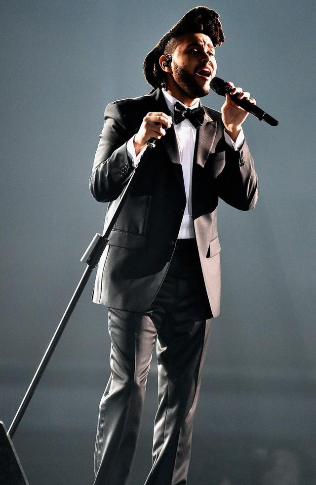 Taylor Swift tỏa sáng sau khi bị lăng mạ, Rihanna 'xù' BTC Grammy - ảnh 10