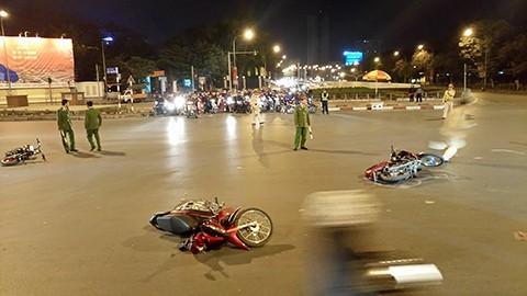Hà Nội: Xe 'điên' gây tai nạn liên hoàn, nhiều người nhập viện - ảnh 1