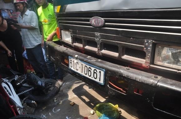 Hiện trường kinh hoàng vụ tai nạn giao thông ở Sài Gòn - ảnh 1