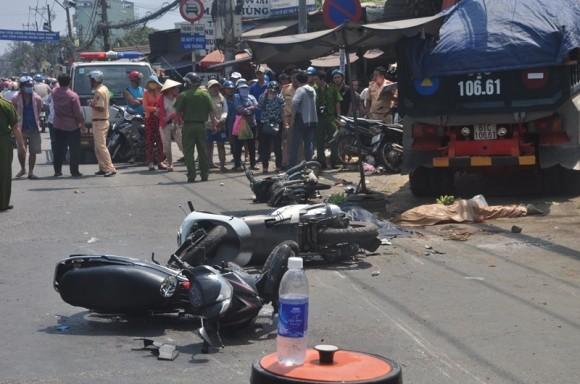Hiện trường kinh hoàng vụ tai nạn giao thông ở Sài Gòn - ảnh 3