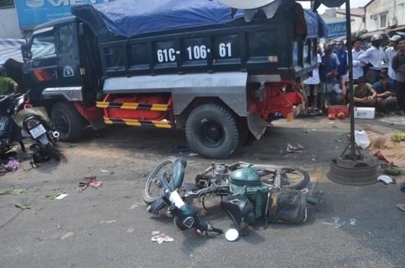 Hiện trường kinh hoàng vụ tai nạn giao thông ở Sài Gòn - ảnh 2