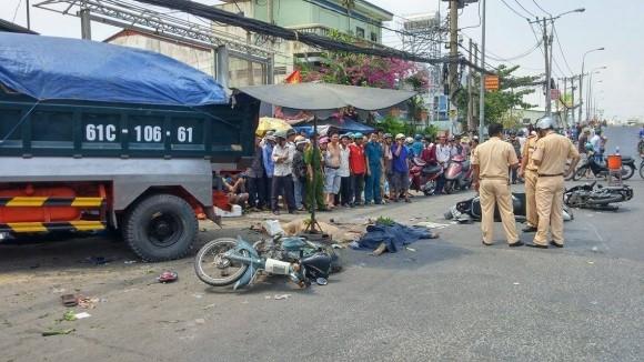 Hiện trường kinh hoàng vụ tai nạn giao thông ở Sài Gòn - ảnh 10