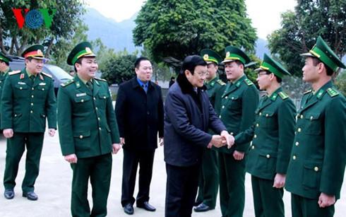 Chủ tịch nước dâng hương đài liệt sỹ bảo vệ biên giới phía Bắc - ảnh 3