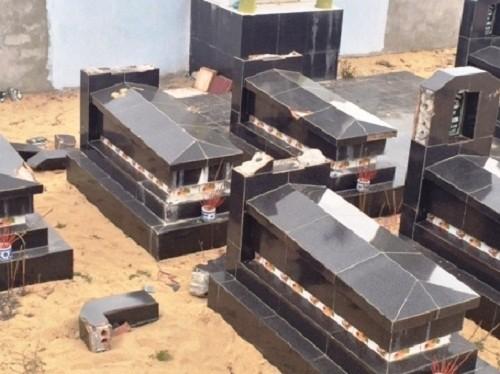 Hàng chục bia mộ bị kẻ xấu đập phá tan tành ở Quảng Bình - ảnh 1