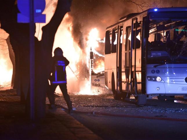 Đánh bom xe tại thủ đô Thổ Nhĩ Kỳ, gần 90 người thương vong - ảnh 1