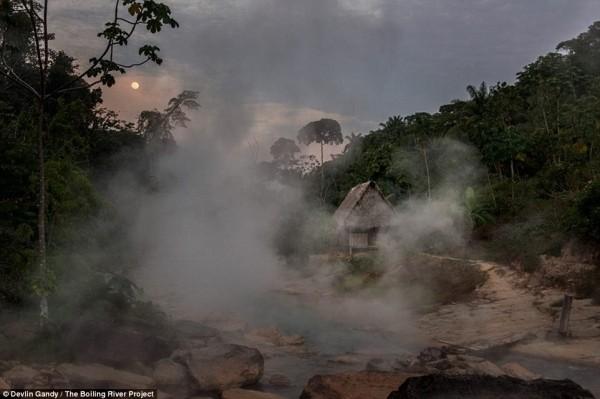Dòng sông 'nguy hiểm' bậc nhất Amazon - ảnh 1
