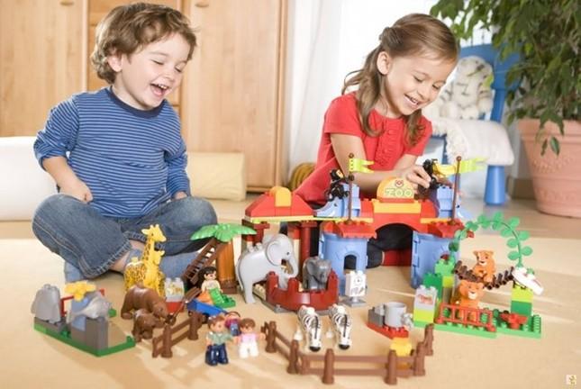 Câu chuyện giáo dục từ cách mua đồ chơi cho con - ảnh 1