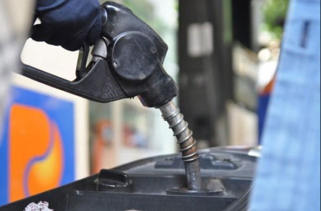 Giá xăng hôm nay 18/2 giảm mạnh, thấp kỷ lục 13.750 đồng/lít - ảnh 1