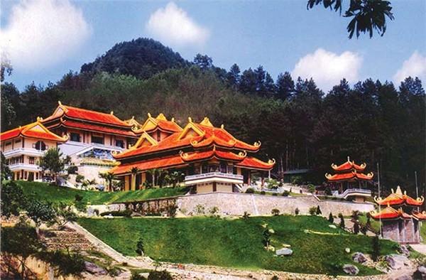 Những ngôi chùa linh thiêng ở miền Bắc cho chuyến du xuân đầu năm - ảnh 2