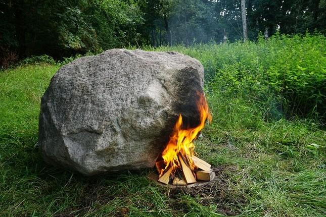 Bí ẩn hòn đá tự phát ra Wifi khi đốt nóng - ảnh 1
