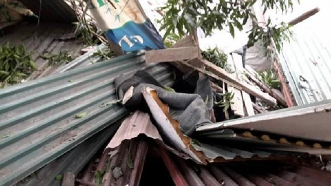 Bê tông tòa nhà BIDV 'sập' xuống nhà dân, nhiều người thoát chết - ảnh 2
