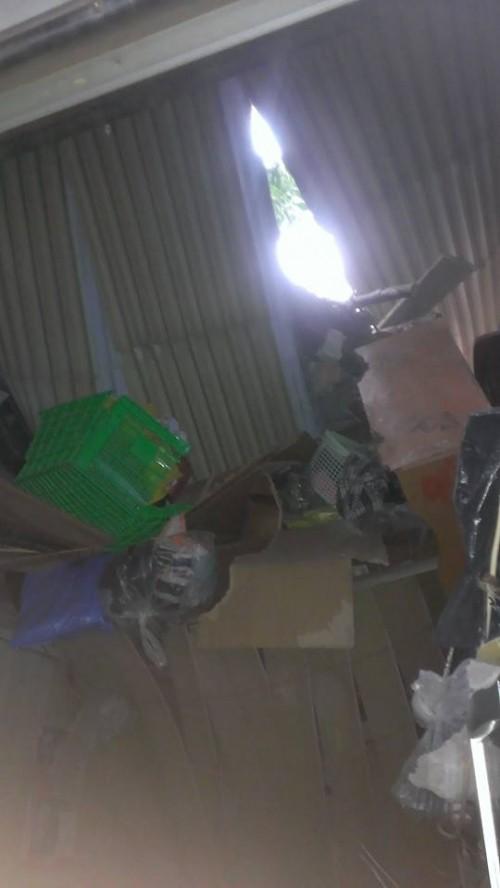 Bê tông tòa nhà BIDV 'sập' xuống nhà dân, nhiều người thoát chết - ảnh 4
