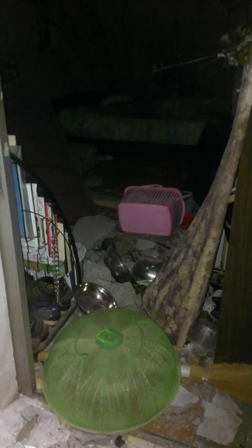 Bê tông tòa nhà BIDV 'sập' xuống nhà dân, nhiều người thoát chết - ảnh 5