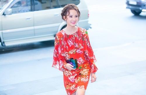 Trường Giang 'khóa môi' Angela Phương Trinh trước chốn đông người - ảnh 3