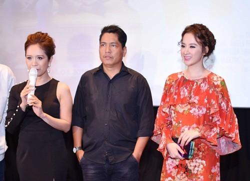 Trường Giang 'khóa môi' Angela Phương Trinh trước chốn đông người - ảnh 2