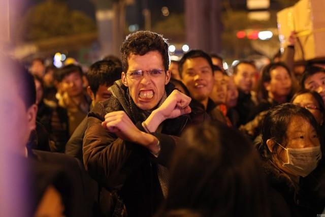 Hàng trăm nghìn người Trung Quốc về ăn Tết 'chết cứng' ở nhà ga  - ảnh 8