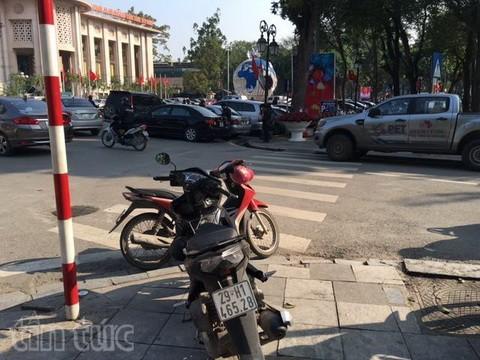 Người đi bộ ở Hà Nội... muốn khóc! - ảnh 11