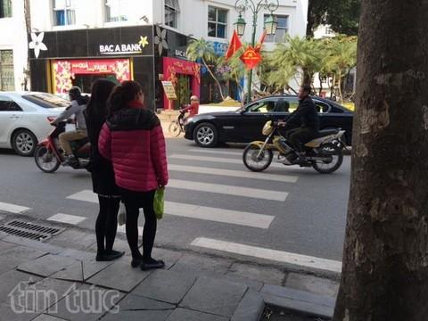 Người đi bộ ở Hà Nội... muốn khóc! - ảnh 14