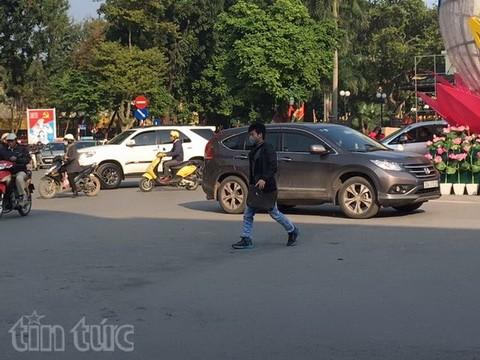 Người đi bộ ở Hà Nội... muốn khóc! - ảnh 19