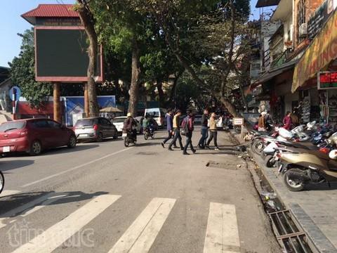 Người đi bộ ở Hà Nội... muốn khóc! - ảnh 18