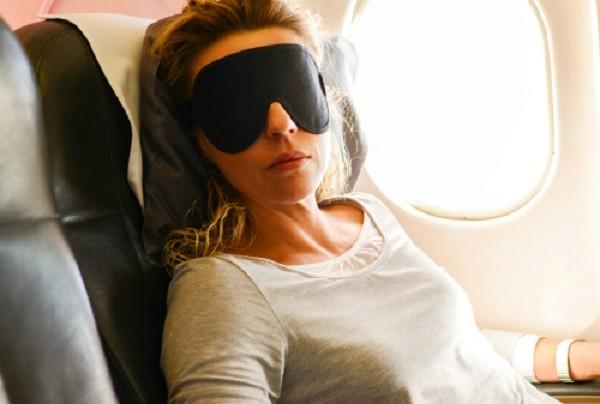 Tuyệt chiêu giúp bạn ngủ giữ sức khi đi tàu xe đường dài - ảnh 1