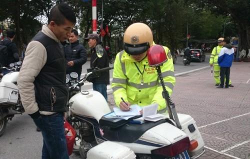 Người đi bộ vi phạm luật giao thông sẽ bị phạt như thế nào? - ảnh 1