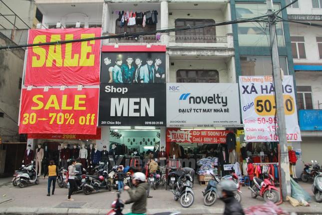 Những con phố nhộn nhịp mua sắm ngày cuối năm - ảnh 3