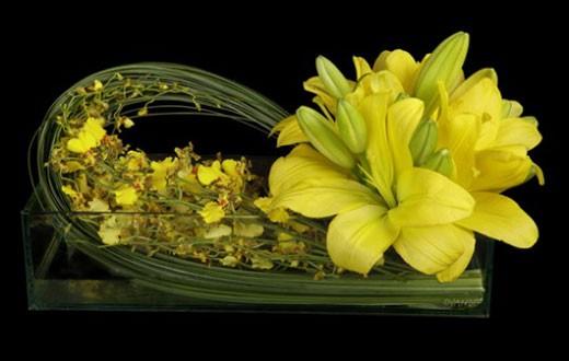 Gợi ý những cách cắm hoa ngày tết khiến khách khen 'nức nở' - ảnh 1