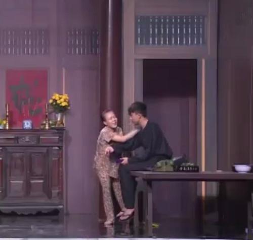 Hội ngộ danh hài: Trấn Thành bị 'tụt quần' ngay giữa sân khấu - ảnh 2