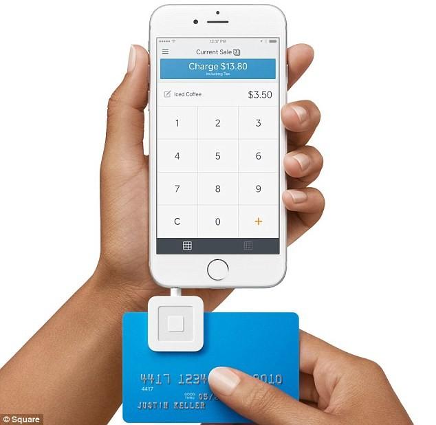 Hy hữu ăn xin nhận tiền bằng cách… quẹt thẻ - ảnh 2