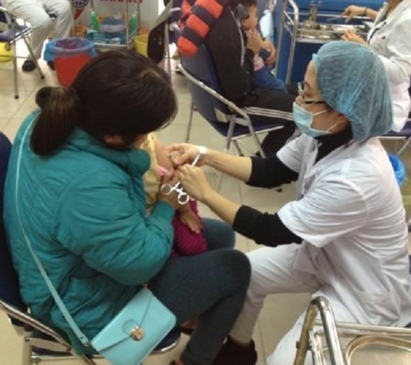 Hà Nội phục vụ tiêm vắc xin dịch vụ trong cả dịp nghỉ Tết âm lịch - ảnh 1