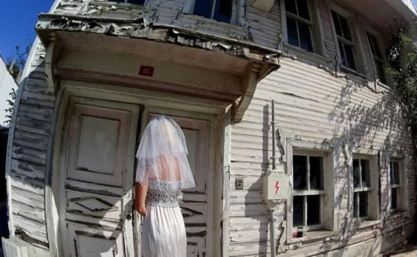 Cô dâu mặc váy cưới đi du lịch khắp Châu Âu một mình - ảnh 10