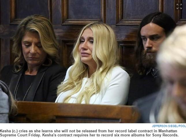 Nữ ca sĩ Kesha khóc nức nở vì thua vụ kiện lạm dụng tình dục - ảnh 1