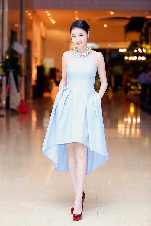 Bà xã Đăng Khôi thừa sức 'tay đôi' đọ body quyến rũ với Elly Trần - ảnh 8