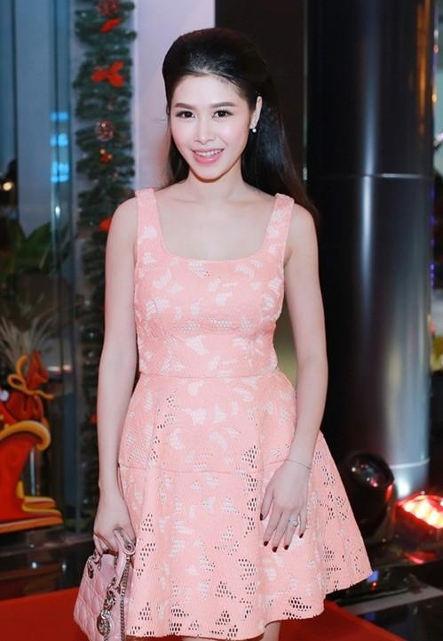 Bà xã Đăng Khôi thừa sức 'tay đôi' đọ body quyến rũ với Elly Trần - ảnh 4