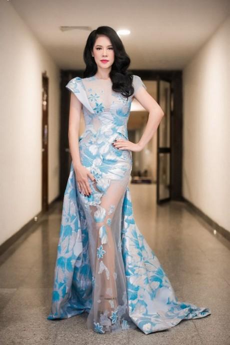 Mãn nhãn 8 bộ váy trong đêm 'Giữ lại hạnh phúc' của Thu Phương - ảnh 2