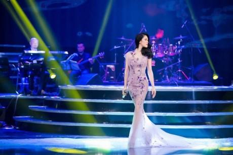 Mãn nhãn 8 bộ váy trong đêm 'Giữ lại hạnh phúc' của Thu Phương - ảnh 3
