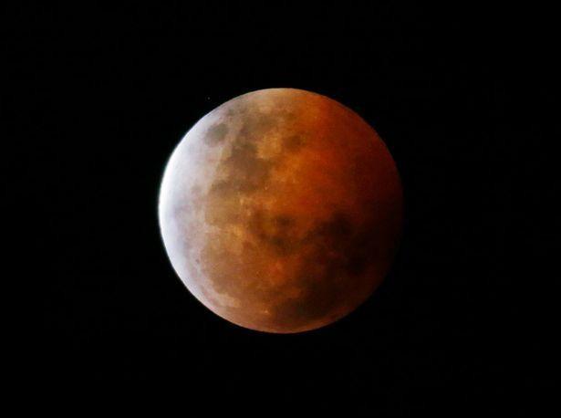 Đoạn nhạc bí ẩn được phát ra trên Mặt Trăng - ảnh 1
