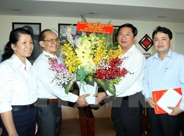 Ông Đinh La Thăng thăm và chúc mừng bác sỹ Trần Đông A - ảnh 1