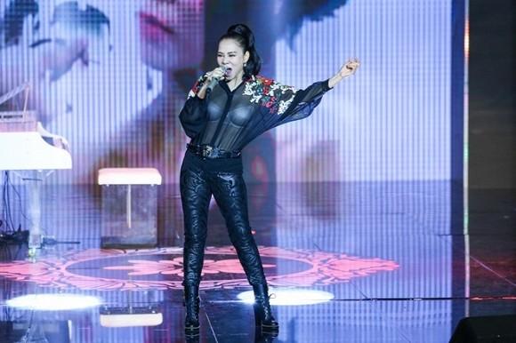 Thu Minh xin lỗi vì diện áo xuyên thấu lộ nội y ở Bài hát tôi yêu - ảnh 4