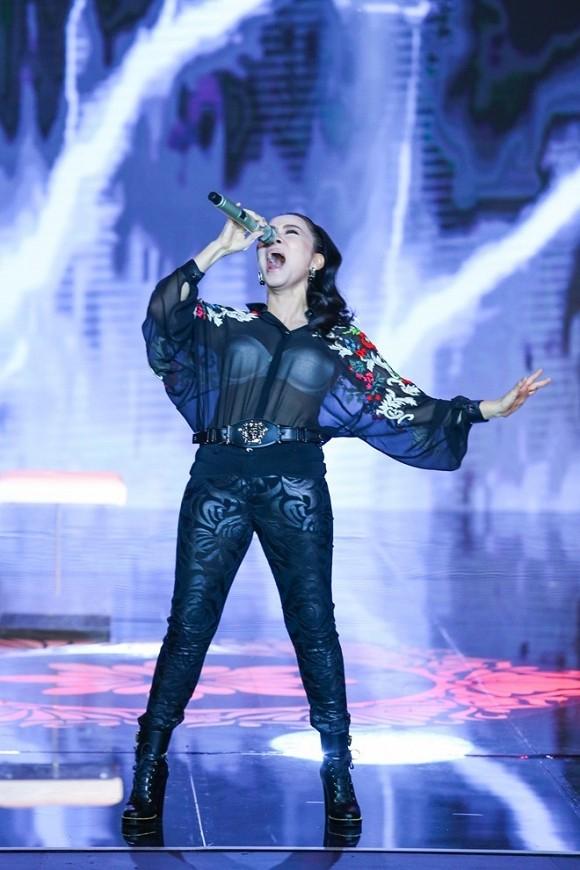 Thu Minh xin lỗi vì diện áo xuyên thấu lộ nội y ở Bài hát tôi yêu - ảnh 3